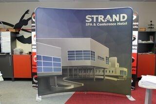 Mainosseinä Strand