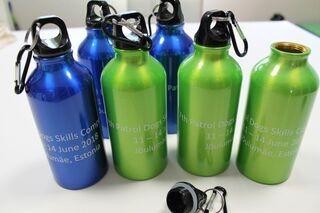 Metallist joogipudelid trükiga