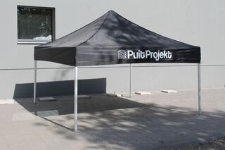Mainoksella pop up teltta